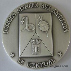 Forces Armées aux ANTILLES Médaille de table Le Général